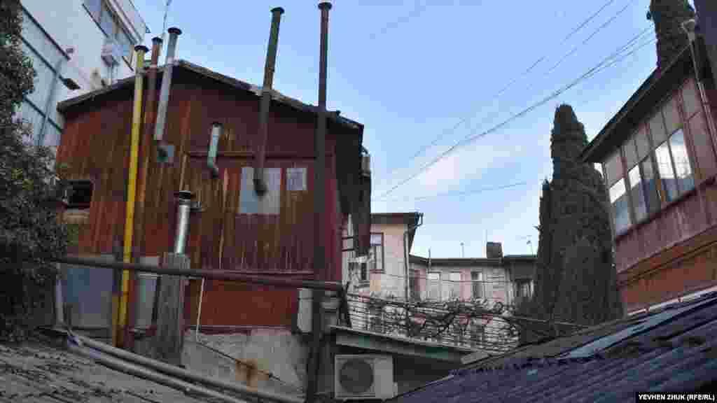 Так сьогодні виглядає бічний фасад будинку Ярцева