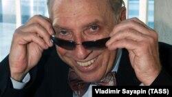 Радянський і російський актор Сергій Юрський (1935–2019), батько якого був родом з України