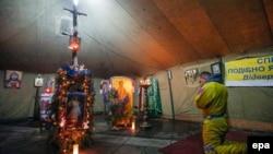 Для верующих протестующих на Майдане были установлены храмовые палатки