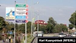 Самарқанд көшелерінің бірінде. Өзбекстан, 24 тамыз 2012 жыл.