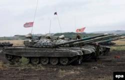 Украинаның шығысындағы ресейшіл сепаратистердің танкілері. Донецк маңы, 14 қыркүйек 2015 жыл.