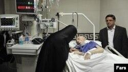 Мохаммад Мохаммади Гилани на больничной койке.