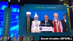 Президент Казахстана Нурсултан Назарбаев на форуме Ассамблеи народа Казахстана. Уральск, 9 марта 2016 года.