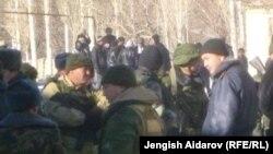Қырғызстанның Чарбак ауылының тұрғындары. 7 қаңтар 2013 жыл