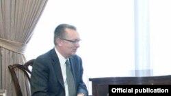 Генералниот потсекретар на ОН за политички прашања Џефри Фелтман