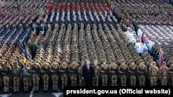 Ukrainanıñ beşinci prezidenta Petro Poroşenkonıñ iştiraki ile Ukraina Mustaqillik Künü munasebetinen parad, 2018 senesi avgustnıñ 24-ü