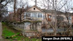 Этот дом построен в начале 1950-х годов