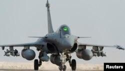 عملیات هوایی فرانسه در روز جمعه با هواپیماهای رافال صورت گرفت.