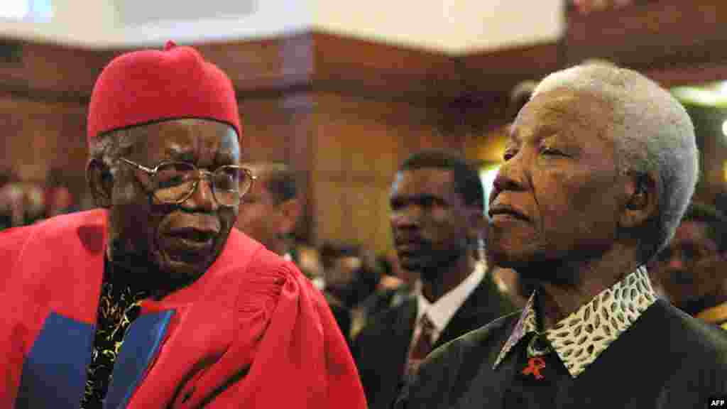 Nelson Mandela with Nigerian author Chinua Achebe in 2002.