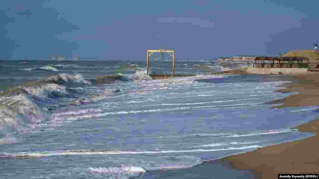 На пляже санатория «Полтава-Крым»