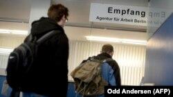 Almaniyada iş axtaranlar, arxiv fotosu