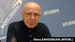 Олег Дамения