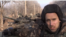 Британиялық блогер Грэм Филлипс Ресейдің Т-72Б3 танкісінің жанында тұр.