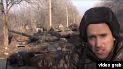 15 лютого 2015 року. Район Дебальцева. Британський блогер Грем Філліпс знімає черговий пропагандистський ролик і навіть не підозрює, що фіксує вагомі докази участі Росії у війні на Донбасі. Своє відео він записує, проїжджаючи повз три танки Т-72БЗ. Це основний бойовий танк збройних сил Росії