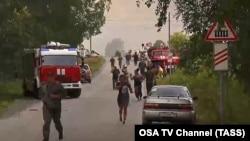 Localnici evacuați din Acinsk după seria de explozii și incendiile de la depozitul de muniții