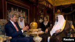 Sekretari amerikan, John Kerry gjatë takimit me Mbretin Abdullah të Arabisë Saudite, Riad