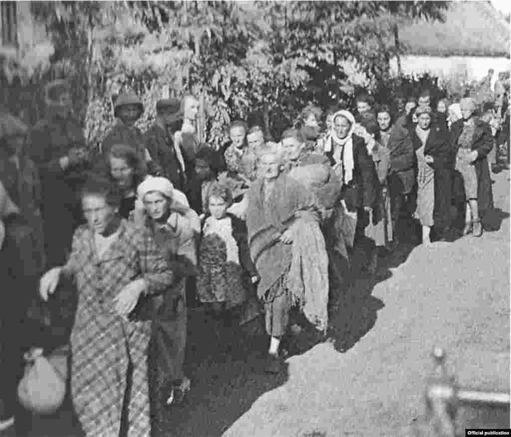 مولداوی؛ یهودیها در حال جمعآوری و انتقال