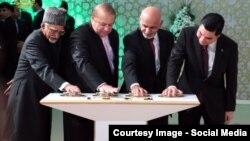 Hindistanyň, Pakistanyň, Owganystanyň we Türkmenistanyň liderleri TOPH proýektiniň gurluşygyna badalga bermek dabarasyna gatnaşýarlar. 2015-nji ýyl. Türkmenistan.