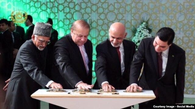 Түркіменстан, Ауғанстан, Пәкістан және Үндістан басшылары (оңнан солға қарай) TAPI газ құбыры құрылысын бастау рәсімінде.
