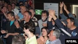 Sindikat aluminijumske agencije KAP prilikom nedavnog štrajka koji su započeli jer je uprava počela dijeliti rješenja o otkazima, Podgorica, 28. april 2010., foto: Savo Prelević