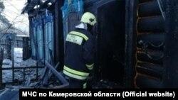 На месте смертельного пожара в городе Мариинск Кемеровской области