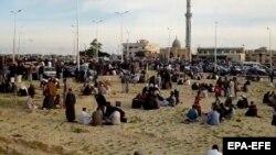 Ljudi se skupljaju oko džamije nakon napada