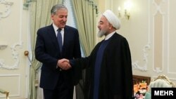 Президент Ирана Хасан Роухани и глава МИД Таджикистана Сироджиддин Мухриддин. Тегеран, 1 июня 2019 года