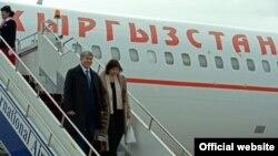 Gyrgyzystanyň prezidenti Almazbek Atambaýew we onuň aýaly. 1-nji oktýabr, 2016 ý.