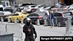 Влітку в бізнес-центрі «Гулівер» теж тривала операція силовиків, Київ, 14 липня 2017 року