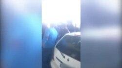 تجمع گروهی از فعالان مدنی و شهروندان در مقابل زندان اوین