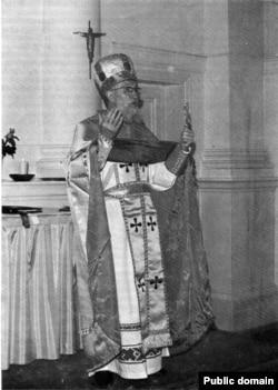 Архімандрыт Леў Гарошка, фота з часопісу «Божым Шляхам». №151, 1980 год