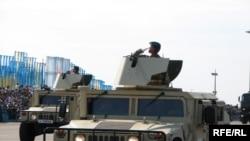 Парад вооруженных сил Казахстана в день 14-й годовщины Конституции Казахстана. Астана, 30 августа 2009 года.