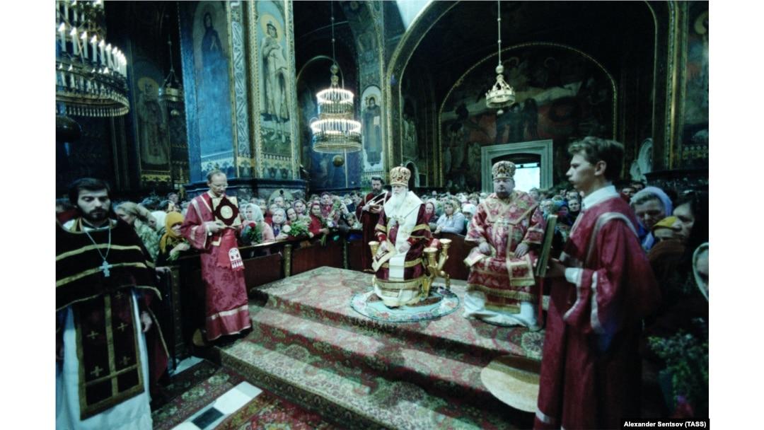 Екзарх України, митрополит Київський і Галицький Філарет під час богослужіння у Володимирському соборі. Київ, 1 вересня 1987 року