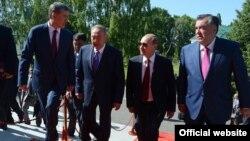 Президенты Кыргызстана Алмазбек Атамбаев, Казахстана Нурсултан Назарбаев, России Владимир Путин и Таджикистана Эмомали Рахмон. Бишкек, 28 мая 2013 года.