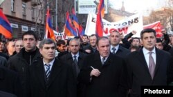 Armenia -- Former President Levon Ter-Petrosian (C) leads an opposition demonstration in Yerevan, 17Mar2011.
