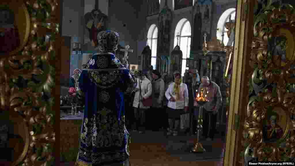 14 жовтня православні відзначають свято Покрови Пресвятої Богородиці. Не стали винятком і парафіяни Православної церкви України в Сімферополі