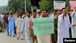 Protesters demonstrate in Islamabad against the lack of security provided to residents of Parachinar on June 27.