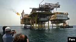 سکوی نفتی ایران نزدیک جزیره سیری