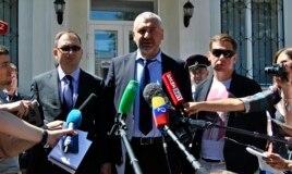 Адвокаты Надежды Савченко: Марк Фейгин (в центре), Николай Полозов (слева) и Илья Новиков