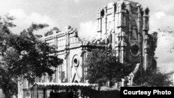 Напівзруйнований костел після війни