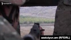 Հայաստանի Զինված ուժերի զինծառայողը Ադրբեջանի հետ սահմանին մարտական հերթապահության ժամանակ, արխիվ