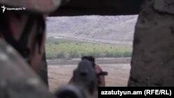 ՀՀ ԶՈՒ զինծառայողը մարտական հերթապահություն է իրականացնում սահմանին, արխիվ