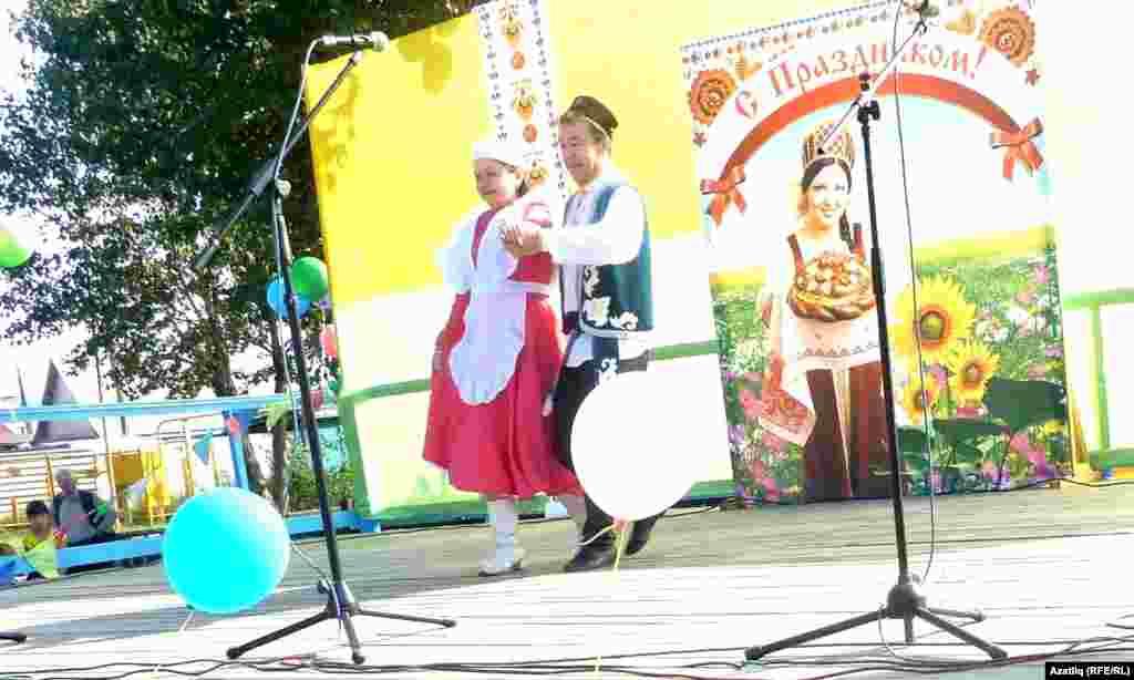 Дружино авылы сәхнәсендә татар биюе
