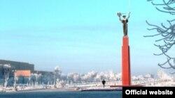 Памятник ученому и космосу в городе Байконур. Фото с сайта администрации города.