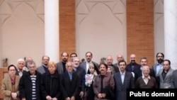 عکس میرحسین موسوی با اعضای فرهنگستان هنر