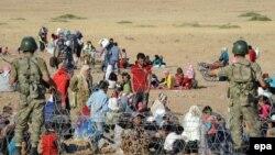 Беженцы из Сирии на границе с Турцией. 19 сентября 2014 года.
