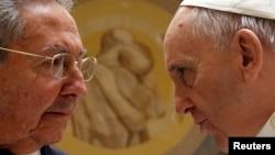 Raul Castro və Papa, 10 may, 2015
