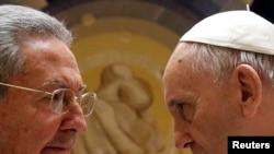 Рауль Кастро менен Рим папасы