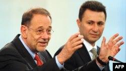Хавиер Солана на прес конференција со Никола Груевски