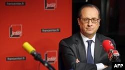 Франция президенті Франсуа Олланд France Inter радиосына сұхбат беріп отыр. Париж, 5 қаңтар 2015 жыл.